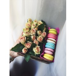 Коробочка цветы+макаруны